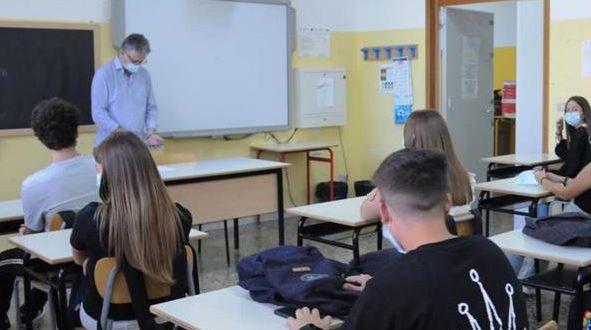 Scuola al via in Puglia, ingressi differenziati e mascherine